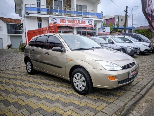 Focus Hatch 1.8 Ano 2003 - Foto 3