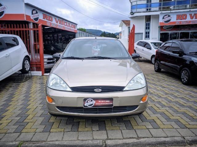 Focus Hatch 1.8 Ano 2003 - Foto 2