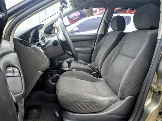 Focus Hatch 1.8 Ano 2003 - Foto 9