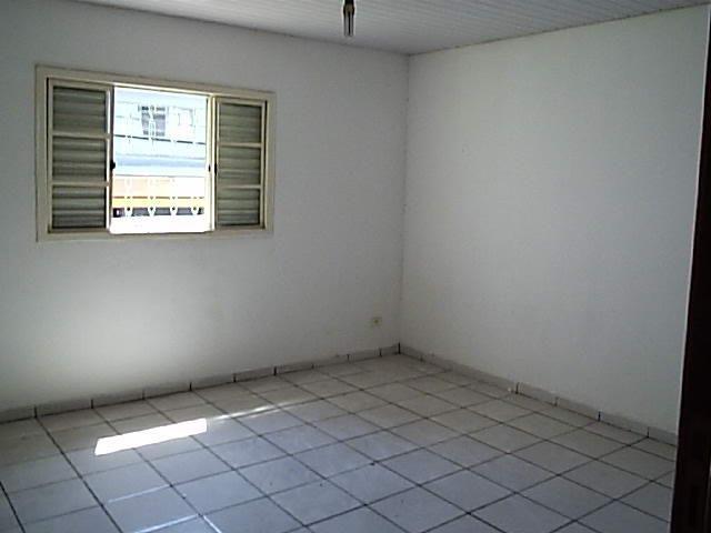 Casa de 1dorm 5x5,sala e coz conjugado,banh,com armario - Foto 2