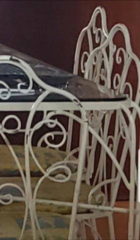 Mesa de jantar de ferro com 06 cadeiras - Foto 2