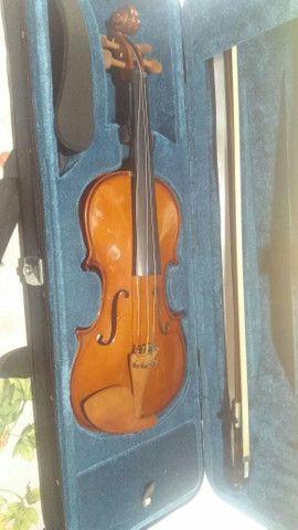 Excelente violino