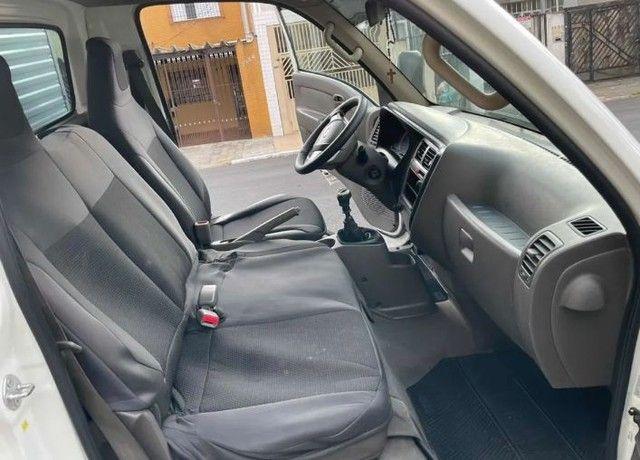 Hyundai HR 2.5 HD com baú carga seca 2014