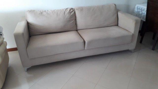 Sofa. Dóis metros e dez de comprimento.
