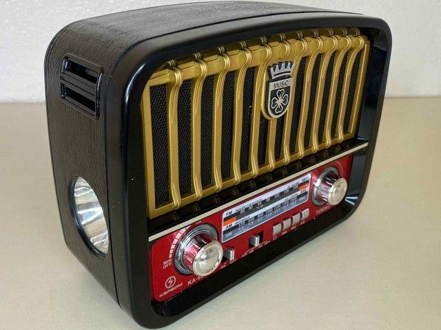 Rádio Retrô Portátil Mustang Vintage C/ AM e FM, Bluetooth, Antena e Lanterna 1200w - Foto 5