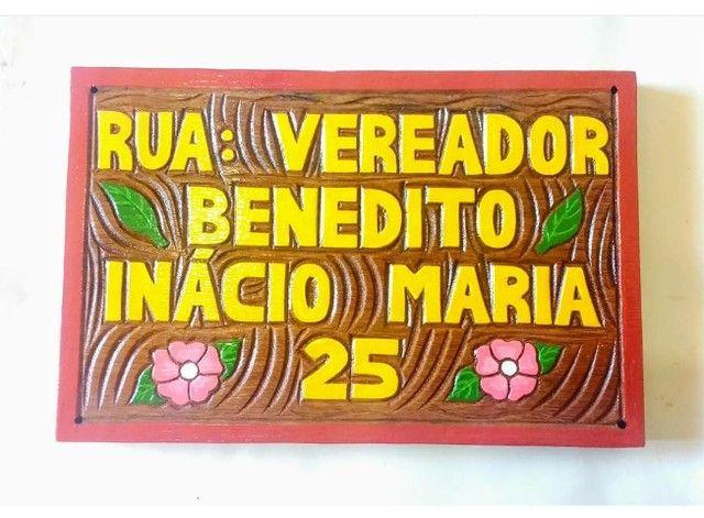 Placa de Endereço Entalhada em Madeira - Foto 5