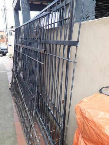 Vende - se grade com portão