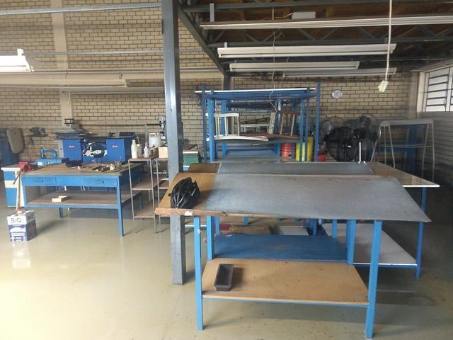 Maquinários e acessórios para empresa de bolsas e calçado