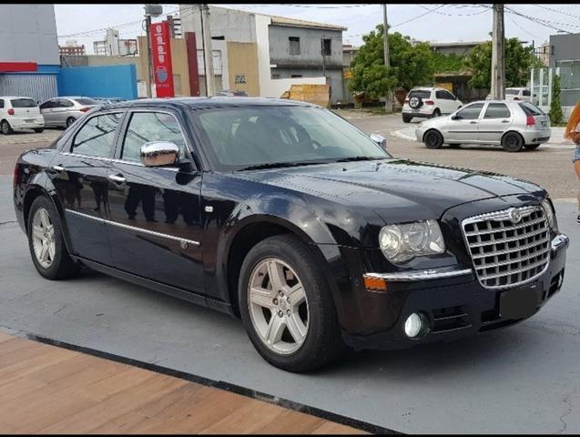 Carro de luxo impecável