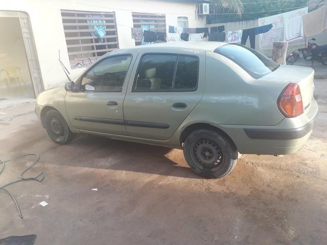 Clio Sedan 16v 1.0 4 portas (leia)
