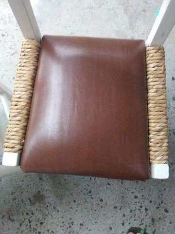 4 cadeiras antigas de madeira super confortavel - Foto 3