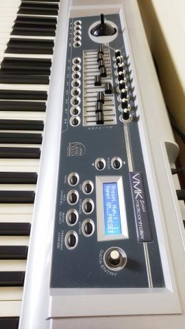 Controlador Midi Studiologic VMK-188 Plus (Grátis Pedal de Sustain PS-100)