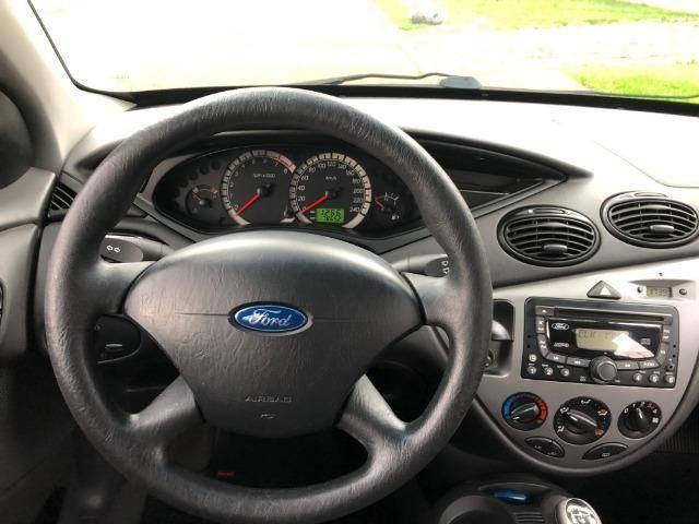 Ford Focus Hatch GLX 2.0 em excelente estado, segundo dono - Foto 7