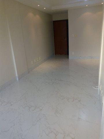 Apartamento 3 quartos, 2 garagens, no porcelanato, próx ao Goiânia Shopping - Foto 2