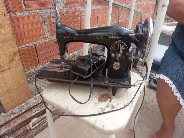 Vendo maquina singer funcionando não tem os acessórios  - Foto 2