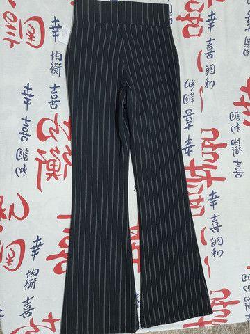 Modelo de calça flare marca Riachuelo - Foto 2
