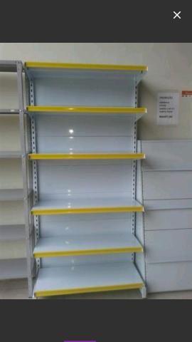 Gôndolas, estantes, prateleiras