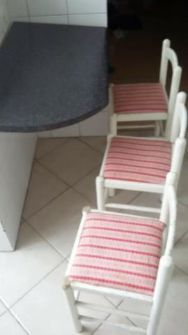 Mesa p/ cozinha com 3 cadeiras inclusas - Foto 3