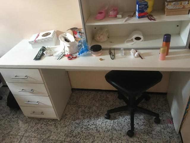 Vendo escrivana, com um armário aberto - Foto 4