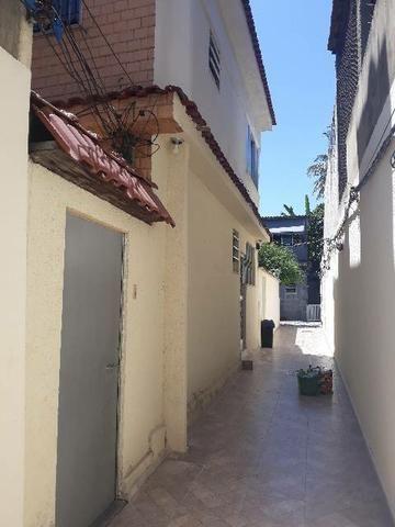 Alugo excelente casa em Vila residencial.