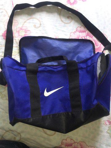 Vendo bolsa Nike violeta  - Foto 2