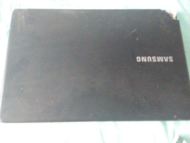 notebook np300e5l com carcaça e entreliça estragada