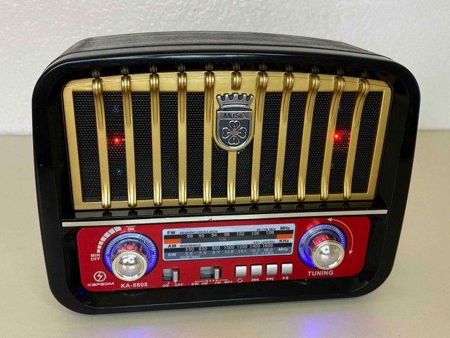 Rádio Retrô Portátil Mustang Vintage C/ AM e FM, Bluetooth, Antena e Lanterna 1200w - Foto 4