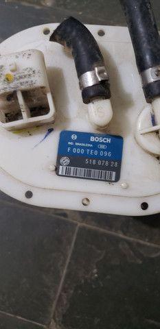 Bomba de combustível bosch 51807828 - Foto 2