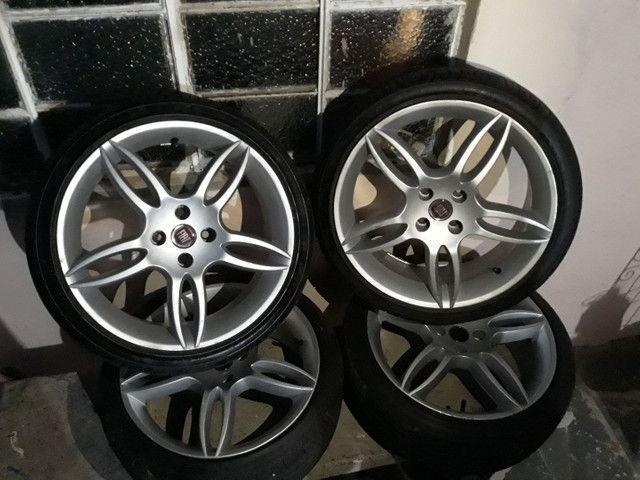 Aro 17 e 4 pneus