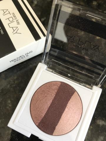 Trio de sombras at play Mary Kay