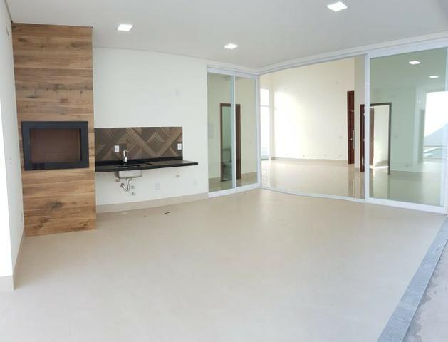 Casa térrea no Belvedere com 201 m², com 3 suítes