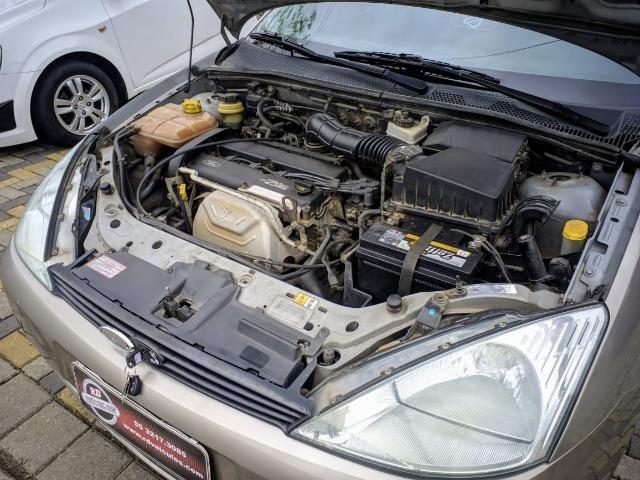 Focus Hatch 1.8 Ano 2003 - Foto 12