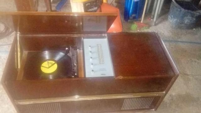 Radio vitrola antiga marca tectron anos 60 funcionando