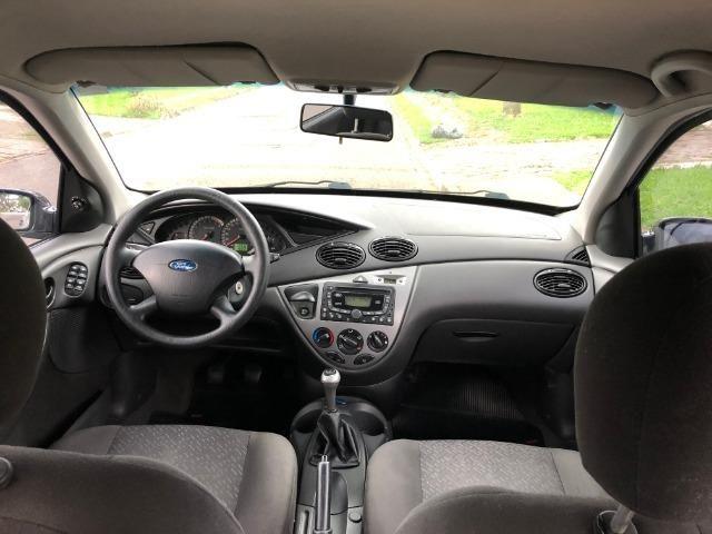 Ford Focus Hatch GLX 2.0 em excelente estado, segundo dono - Foto 9