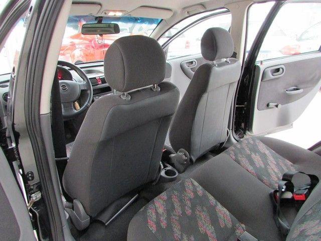 Chevrolet Corsa Sedan  Maxx 1.8 - Ano 2005 - Financio - Foto 9