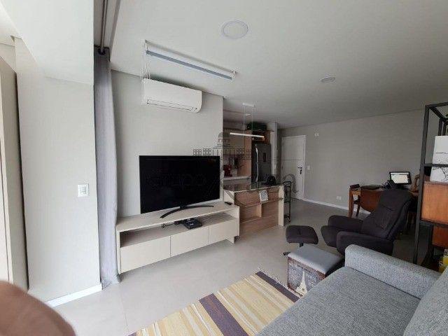 Apt 57m² mobiliado 1 drm, 1 wc, 1 vaga e lazer - Foto 3