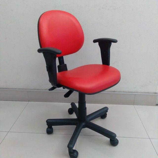 Cadeiras Coloridas Reformadas Seminova Fixa Pés Giratória - Foto 2