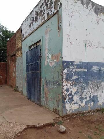 Terreno com casa e salão bairro Dom Antônio Barbosa