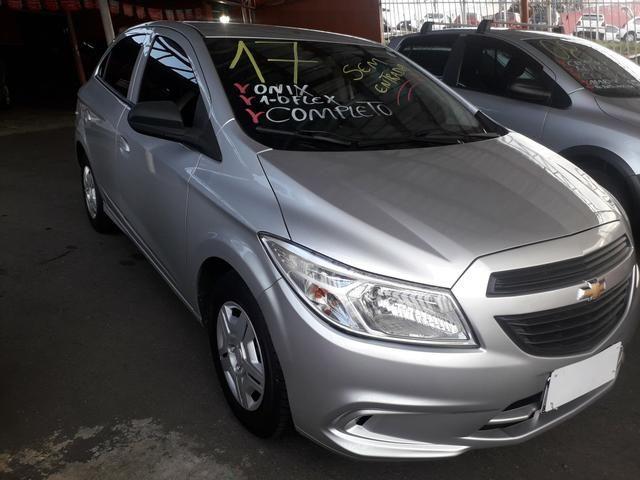 Vendo Chevrolet Onix 1.0 Flex completo