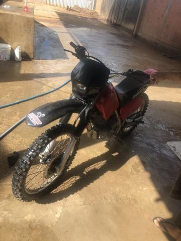 Vendo moto Xr200 boa para ramal