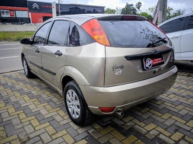 Focus Hatch 1.8 Ano 2003 - Foto 6