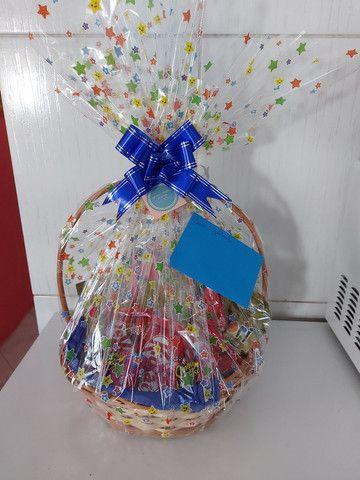 Festa na caixa e  cesta de guloseimas  - Foto 6