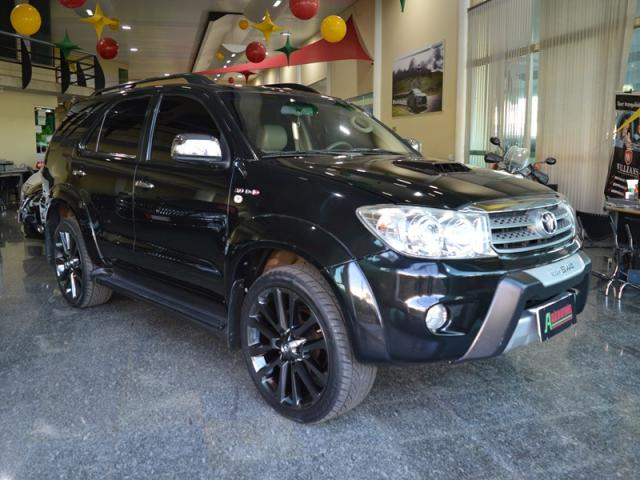 Toyota Hilux SW4 Srv 7 Lugares 4X4 AS - Foto 3