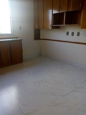 Apartamento 3 quartos, 2 garagens, no porcelanato, próx ao Goiânia Shopping - Foto 4