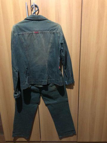 Conjunto de calça e jaqueta jeans bordado  - Foto 2