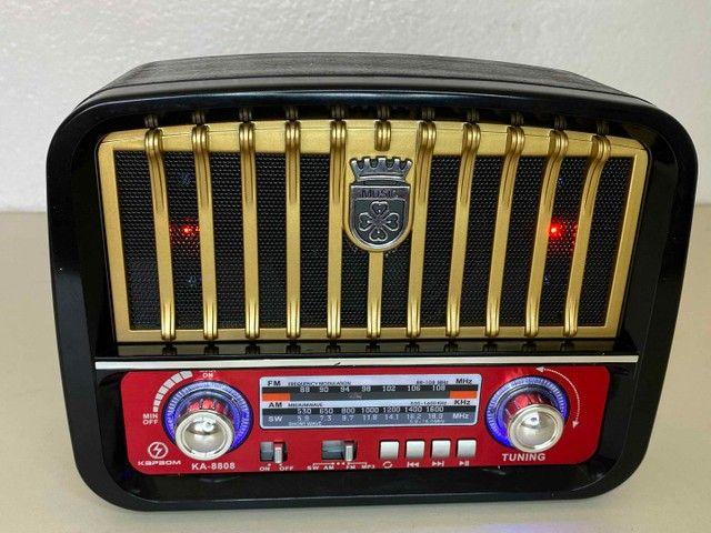 Rádio Retrô Portátil Mustang Vintage C/ AM e FM, Bluetooth, Antena e Lanterna 1200w - Foto 6