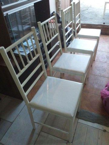 Vendo cadeiras reforçada ótima conservação Usada ótima conservação ( 70,00 CADA ) entrego  - Foto 4