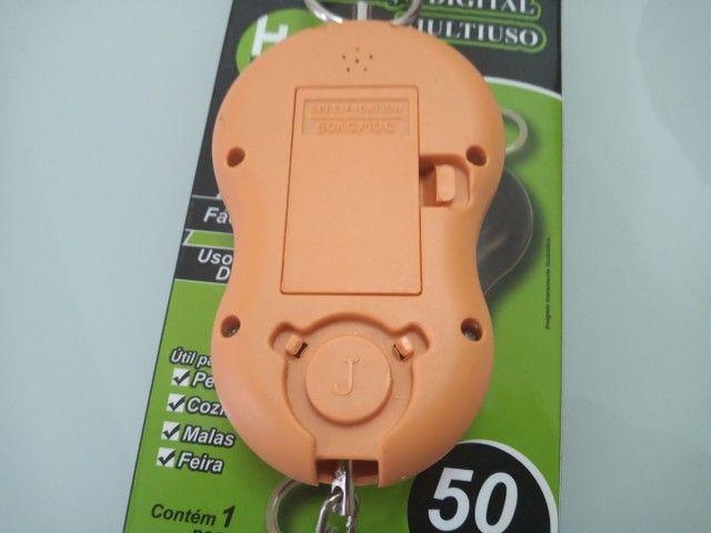 Balança portátil  digital a pilha  pendulo 50 kg HM - Foto 2