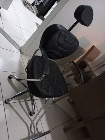 Cadeira de cabeleireiro e barbeiro - Foto 3