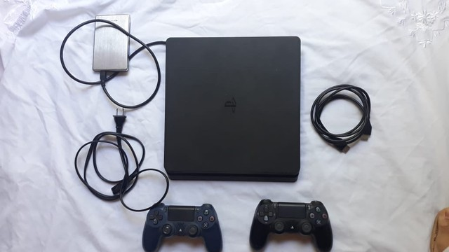 PlayStation 4 slin 1 terá 2 controle  - Foto 3